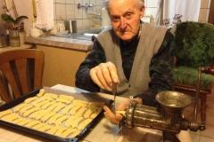 Alfons Nett mit 93 ältester Bäcker von Weibern