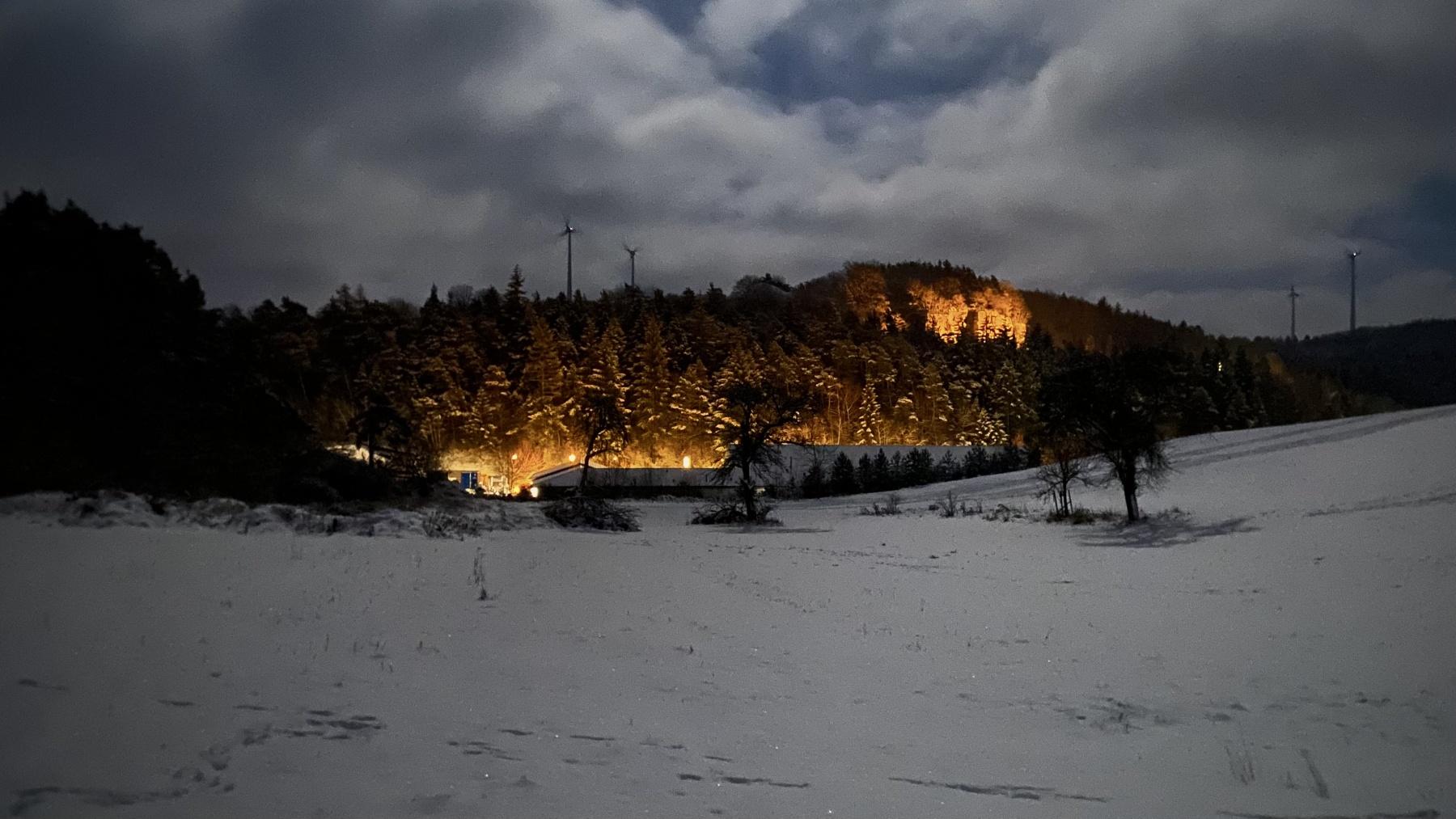 Blick auf Weibern am Abend 25.01.21